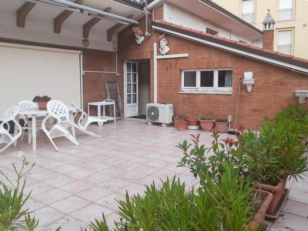 foto del balcone della casa in via Foscolo, Macerata