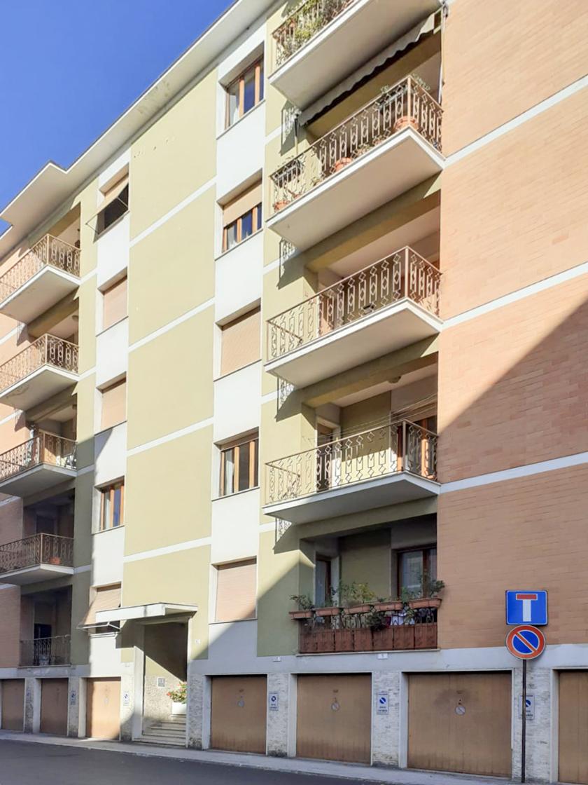 Appartamento con terrazzo abitabile, Zona Convitto – Macerata